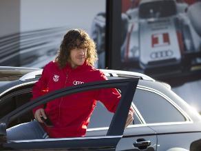 Jugadores de Barcelona reciben de regalo lujosos automóviles