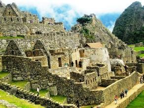 Intervienen a turistas por sobrevolar Machu Picchu en parapente