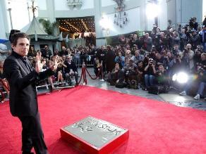 Ben Stiller estampó sus huellas en el Paseo de la Fama de Hollywood