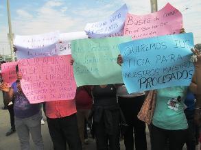 Padres protestan contra directora de plantel en Lambayeque