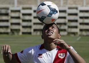 Christian Cueva reapareció en empate del Rayo Vallecano ante Valladolid