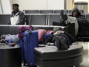 Dallas: Hasta 4.000 pasajeros duermen en el aeropuerto por ola de frío