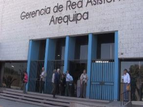 Arequipa: trabajador de EsSalud denunciado por estafa está ´no habido´