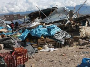 Ayacucho: Vecinos destruyen puestos de mercado de frutas