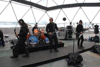 Metallica ofreció un concierto bajo cero en la Antártida