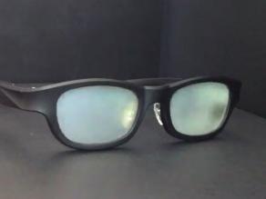 Crean en Japón unas gafas que ´parpadean´ para que descansen los ojos