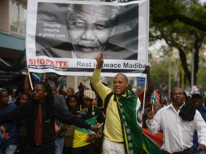 Sudáfrica prolonga homenajes a Mandela y prepara su entierro