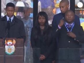 Indignación por falso intérprete en funeral de Mandela