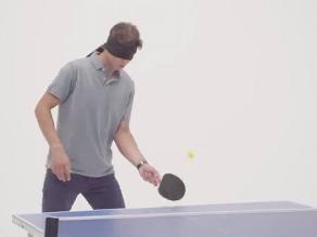 Rafael Nadal demostró su habilidad en el tenis de mesa con ojos vendados