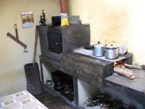 Huancayo: decomisan decenas de utensilios de cocina insalubres