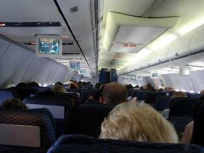 EEUU: Debaten permitir llamadas con teléfonos móviles en pleno vuelo