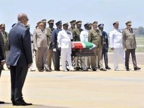 Avión con restos de Mandela llega a provincia donde será enterrado