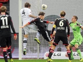 Eintracht Frankfurt con Zambrano sorprendió en visita a Bayer Leverkusen