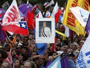 Seguidores festejan reelección de Bachelet en Chile