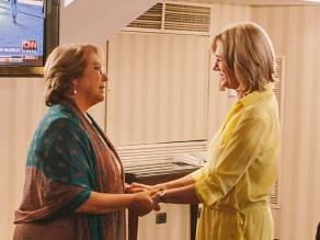 Bachelet y Mathei sellan con un abrazo su compromiso por Chile