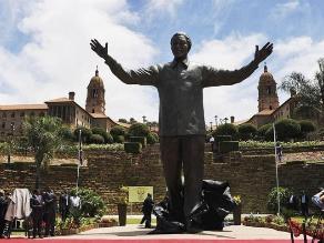 Inauguran estatua de Mandela de nueve metros de altura