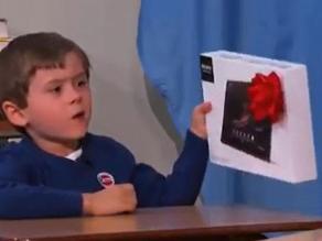 Video: El niño que rechazó una tablet porque no era un iPad de Apple