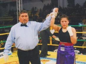 Boxeadora peruana Linda Lecca luchará por el título AMB en enero de 2014