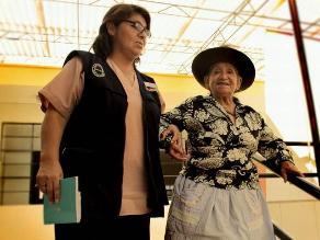 Adultos mayores en situación de abandono son atendidos por sector salud