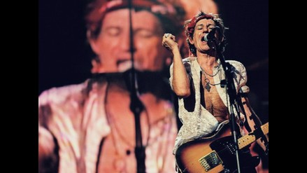 Keith Richards cumple 70 años guitarra en mano