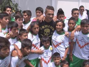 Paolo Guerrero a niños: ´necesitamos de ustedes para ir al mundial´