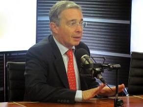 Uribe pide investigar supuestos negocios para reelección de Santos