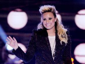 Demi Lovato pide un aumento de senos como regalo de Navidad