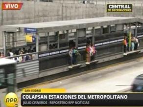 Gran afluencia de pasajeros congestionan estaciones del Metropolitano
