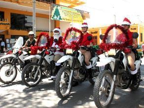 Piura: Policías vestidos de Papa Noel cuidan la ciudad y regalan juguetes
