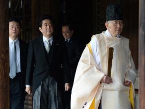 Abe visita polémico santuario vinculado al imperialismo nipón en Asia