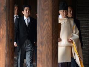 Japón agrava tensión en Asia con visita de Abe a polémico santuario