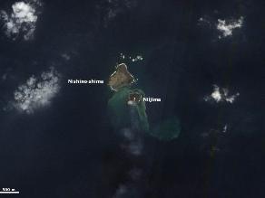 La nueva isla japonesa surgida de una erupción crece y se une a otra