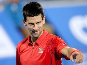 Novak Djokovic vence a David Ferrer y rivalida título en Abu Dabi