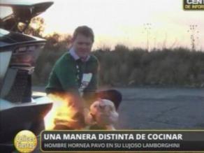 Hombre cocina pavo con ayuda de lujoso Lamborghini Aventator