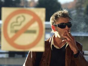 Nueva York prohíbe uso de cigarrillos electrónicos en lugares públicos