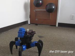 Diseñan robot araña con láser incendiario