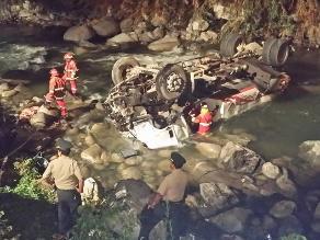 Conductor de camión cisterna muere al caer al río Rímac en Chosica