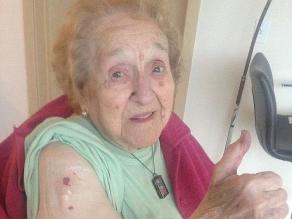 Abuela celebró su 103 cumpleaños haciéndose un tatuaje