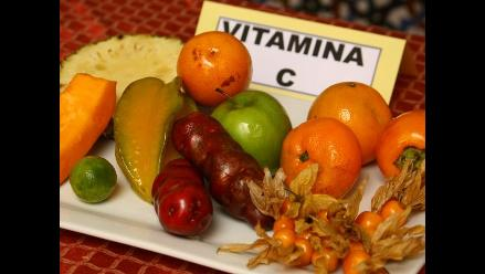 Consumir naranjas, sandía, tomate y pepinillo para aplacar calor