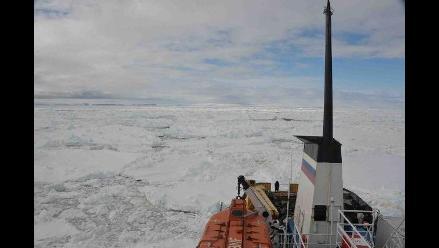 Barco de EE.UU intentará rescatar buques atrapados en la Antártida