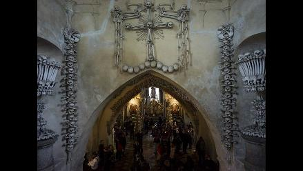 Osario de Sedlec: la capilla decorada con huesos humanos