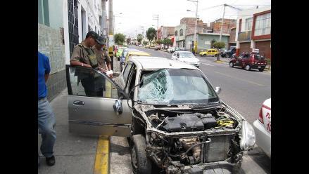 Accidente de tránsito deja un fallecido y un herido en Arequipa