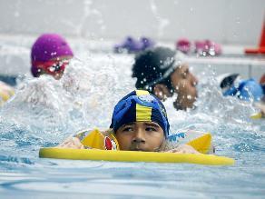 Toman medidas de seguridad y sanidad en piscinas públicas de Lima