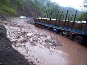 Pasco: huaico bloquea carretera y deja incomunicados a poblados