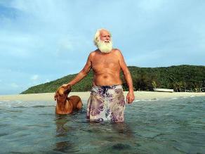 David Glasheen, el exmillonario que vive en una isla con su perro