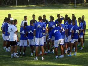 Sporting Cristal entrena para rivalizar contra Vélez en Montevideo