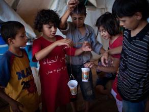 Niños criando a otros niños en las favelas de Brasil