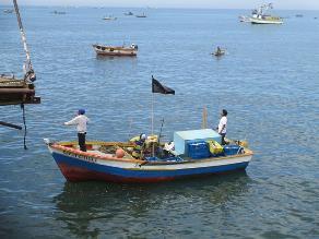 Pescadores preocupados por la contaminación del mar tras el derrame