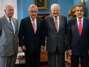 Expresidentes de Chile piden calma y unidad ante fallo de La Haya