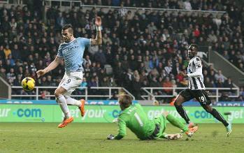 Manchester City es líder en Inglaterra tras vencer 2 a 0 a Newcastle